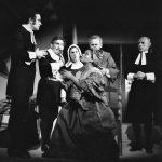 Las Brujas de Salem (1970), en escena Ricardo Blume, Ricardo Tosso, Carmen Escardó, Dominga de la Cruz, Carlos Andrade y Pablo Fernández.
