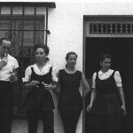 Su esposa Baty en la AAA a finales de los años 40´s, al lado de Dimitry Rostoff. La acompañan Chabuca Granda y Mocha Graña